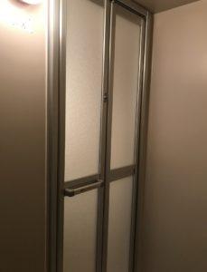 大府市 浴室中折れドア取付(お風呂のドア交換・カバー工法)