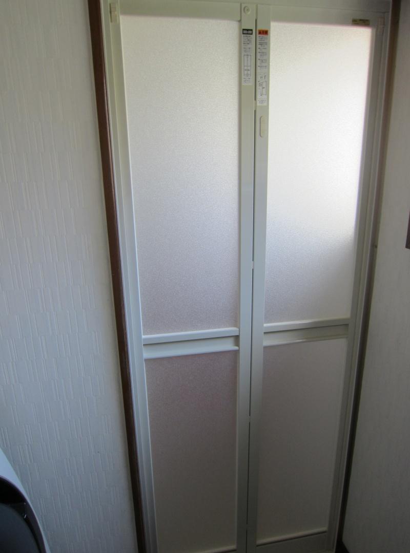 LIXIL 浴室中折れドア取替工事 カバー工法