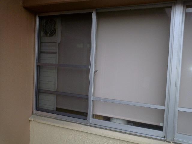 大府市 ホンダトーヨー レールのないサッシに網戸取付工事 2010/08/14