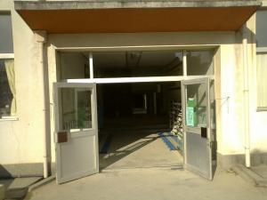 愛知県東海市 小学校の昇降口ドア改修工事 2010/03/07