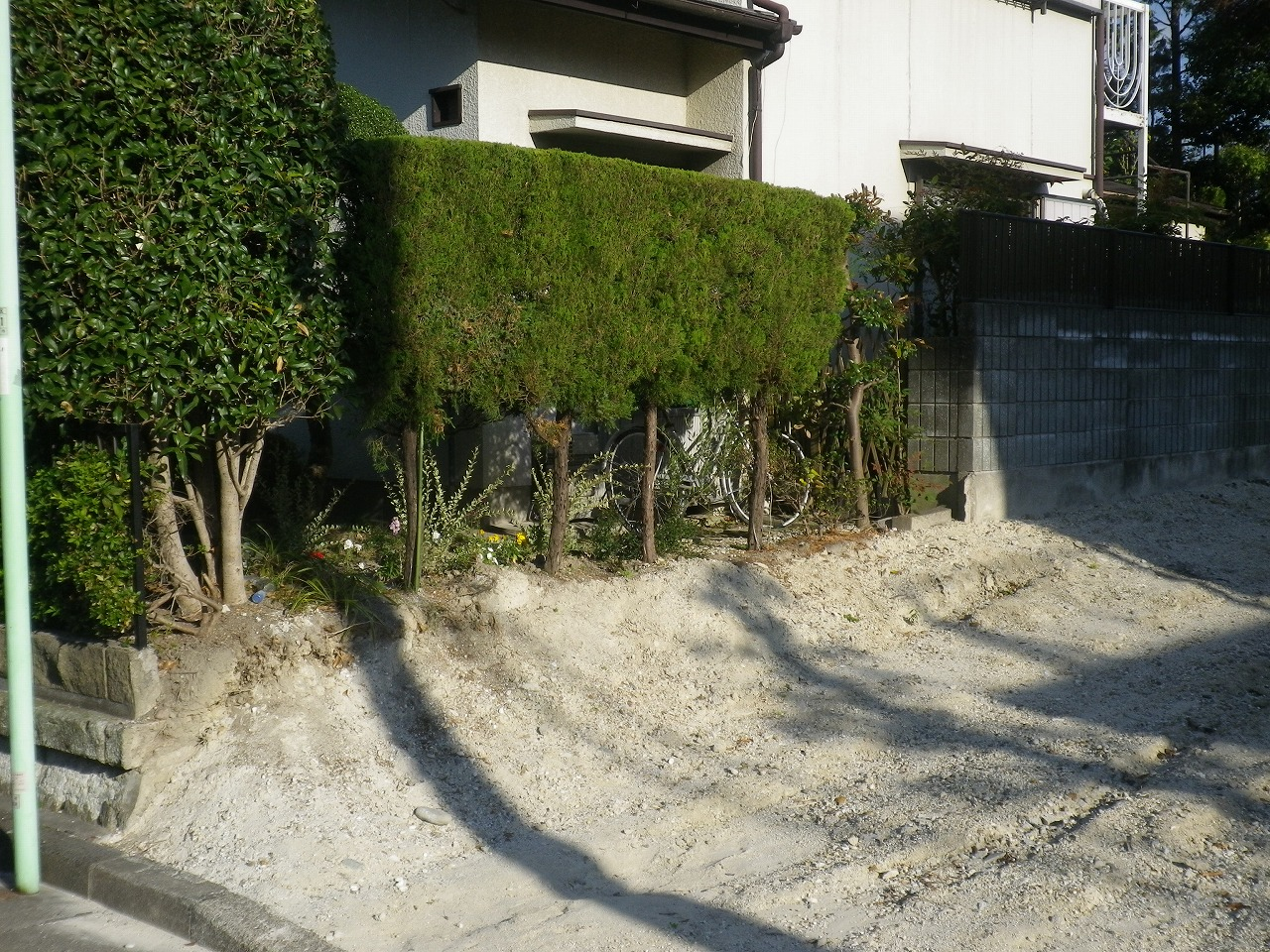 大府市 ホンダトーヨー フェンスを作りますよ! 2012/02/11
