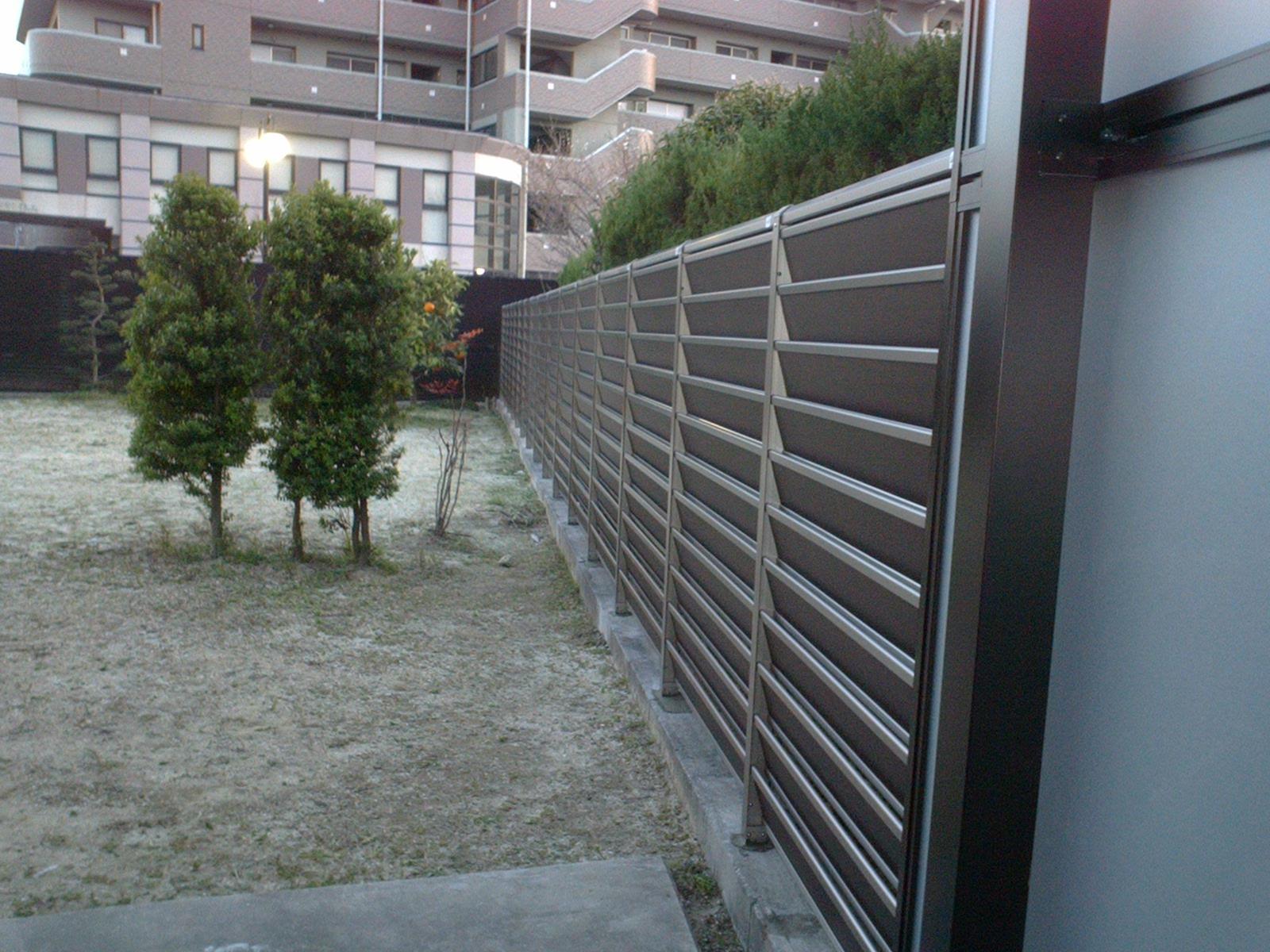 大府市 ホンダトーヨー 明るいテラスと通風フェンス 2009/03/21