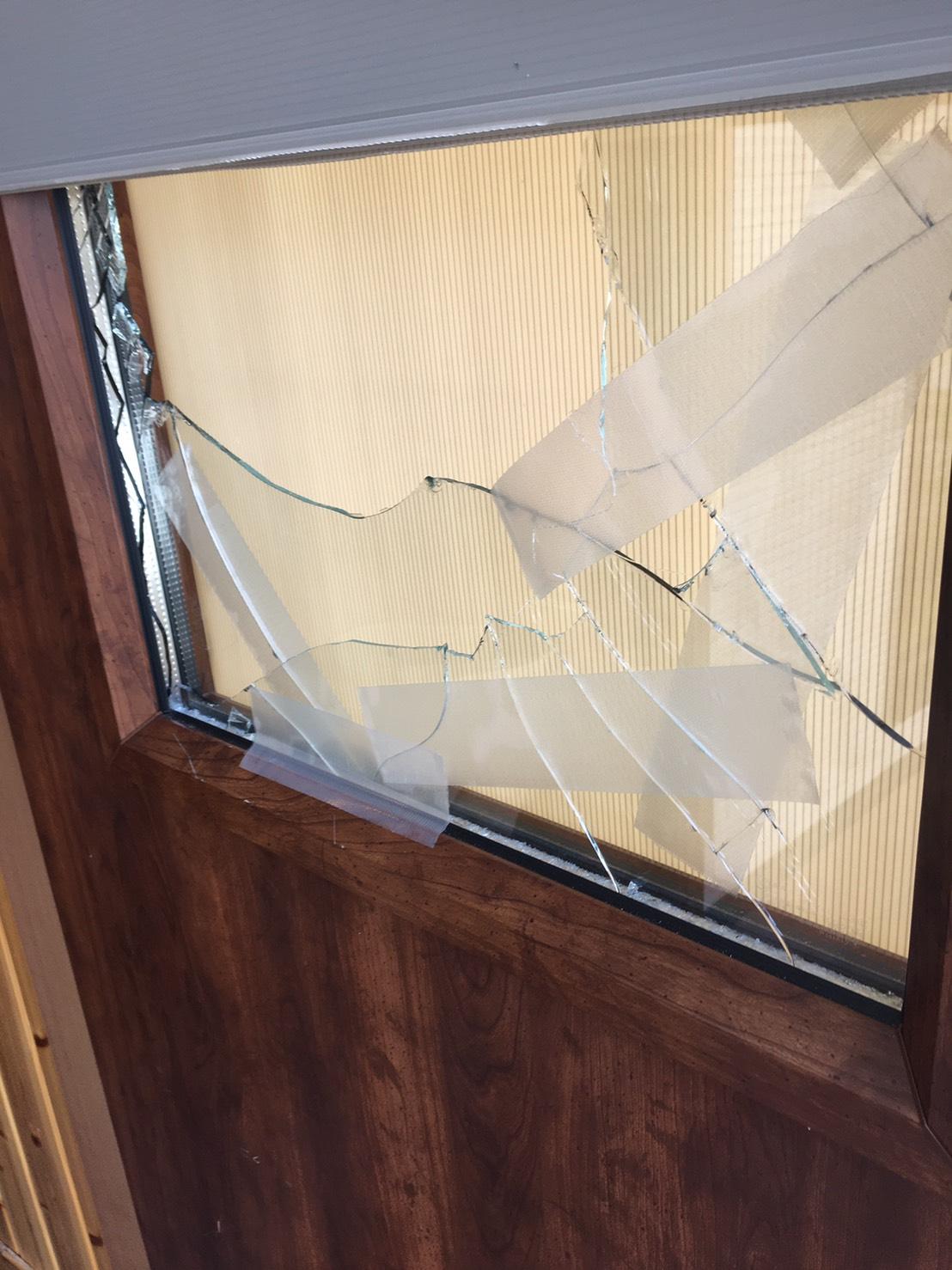 店舗にガラス破損の被害が続出しています。お気をつけ下さい【ホンダトーヨー住器株式会社】